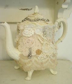 Lace and diamonds on a vintage teapot...lovely!