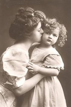 Magic Moonlight = Site is full of FREE vintage pics, labels & handwritten letters