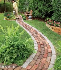Build a Brick Pathway in the Garden Make a simple garden path from recycled pavers or cobblestones set on a sand bed. Learn all the details of path building, from breaking cobblestones to easy, fast leveling using plastic landscape edging. Diy Garden, Dream Garden, Garden Paths, Walkway Garden, Quick Garden, Garden Web, Garden Steps, Balcony Garden, Shade Garden