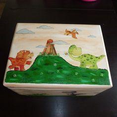 DINO Spielzeugkiste aus Holz für Jungs und Mädchen von Piddys Workshop auf DaWanda.com