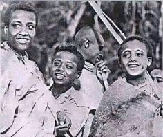 Ethiopian Bible, Ethiopian People, Ethiopian Music, History Of Ethiopia, Ethiopia Travel, Church Pictures, Haile Selassie, African Royalty, Cool Anime Girl