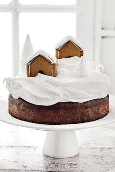 What's better than one classic dessert? Donna Hay combines ginger bread and cake to maker her delicious gingerbread house cake. Christmas Deserts, Christmas Candy, Christmas Cookies, Christmas Recipes, Winter Desserts, Fun Desserts, Delicious Desserts, Baking Bad, Cake Recipes
