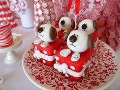 For some fabulous mini dessert inspiration, come see this adorable Sweet Dreams Christmas Dessert Table created by Norene at Party Pinching.
