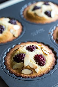 Almond Blackberry Financiers These Almond Blackberry Financiers are light and moist and studded with juicy blackberries. Almond Recipes, Baking Recipes, Cake Recipes, Dessert Recipes, Tea Recipes, Easy No Bake Desserts, Summer Desserts, Delicious Desserts, Tea Cakes