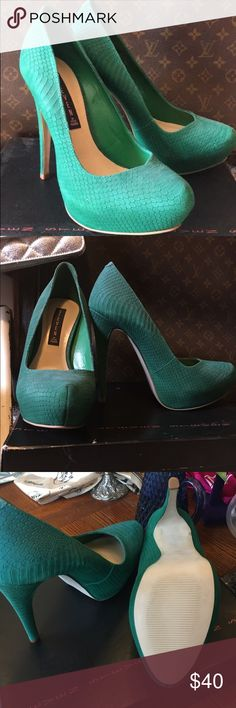Steve Madden snakeskin green pumps size 8.5 Brand new. No tags. Comes with original box. Steve Madden green snakeskin pumps. Beautiful!!! Size 8.5, but fit more of a narrow size 8! I bought them online and love them sooo much, but they were a bit too snug. I bought them originally for $68. My loss, your gain!! Enjoy!!💕 Steve Madden Shoes Heels