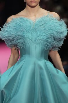 Alexis Mabille at Couture Spring 2019 - Details Runway Photos - Sharon Smith Home Spring Couture, Haute Couture Fashion, Couture Week, Look Fashion, Runway Fashion, Fashion Design, Couture Dresses, Fashion Dresses, Turquoise Fashion