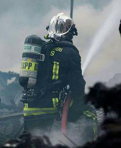 FEATURED POST @pompiers_de_paris - Source inconnue. Chaque jour une sélection des plus belles photos de cette unité d'élite la Brigade de Sapeurs-Pompiers de Paris. La source des photos est précisée dans la description : H. C. (moi) BSPP et autres. Lorsque vous souhaitez reposter mes photos sur Instagram merci de mentionner @pompiers_de_paris dans votre description ! S'il s'agit d'une photo de la BSPP mentionnez leur compte officiel. Pour toute information vous pouvez me contacter par messag