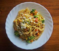Pasta integral con zanahoria, calabaza y brócoli // Whole pasta with carrot, pumpkin and broccoli.