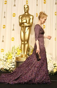 Meryl Streep with Anthony Luciano clutch in hand at the Oscar's.