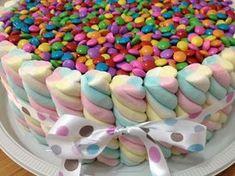 Risultati immagini per bolo de marshmallow Torta Candy, Candy Cakes, Cupcake Cakes, Rainbow Birthday, Unicorn Birthday Parties, Candy Party, Cute Cakes, Creative Cakes, Celebration Cakes