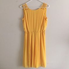 Jessica Simpson Yellow Canary Pleated Dress 6 Jessica Simpson Yellow Canary Pleated Dress Size 6. Worn once. Has a v shaped back. Jessica Simpson Dresses