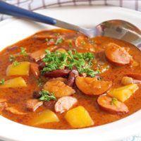 Recept : Buřtguláš II. | ReceptyOnLine.cz - kuchařka, recepty a inspirace Czech Recipes, Ethnic Recipes, Thai Red Curry, Food And Drink, Goulash, Red Peppers, Chef Recipes
