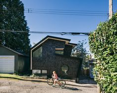 Point Grey Laneway, Vancouver Photo Credit : Ema Peter