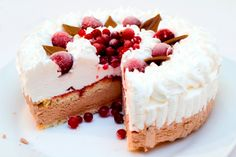 I scream for ice cream cake! These cake recipes are all about summer, and they're delicious and refreshing. Make your own for your next big bash and wow everyone with your awesome treats. Cold Desserts, Ice Cream Desserts, Frozen Desserts, Summer Desserts, Ice Cream Recipes, Frozen Treats, Just Desserts, Chocolate Chip Cookies, Chocolate Cherry Cake