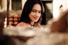 映画「ダバング」:image038 Sonakshi Sinha, Pakistani Outfits, Creative Photography, Bollywood, Wonder Woman, Superhero, Club, Fictional Characters, Drink