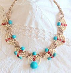 Diy necklace 327496204153653703 - 40 Macramé Necklace Patterns – The Funky Stitch Source by charlottespagne Diy Jewelry Necklace, Macrame Necklace, Macrame Jewelry, Macrame Bracelets, Necklace Designs, Jewelry Crafts, Beaded Necklaces, Micro Macramé, Diy Collier