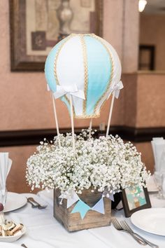 Hot Air Balloon Floral Table Centerpiece from a Woodland Animal Hot Air Balloon Birthday Party on Kara's Party Ideas Hot Air Balloon Centerpieces, Hot Air Balloon Cake, Diy Hot Air Balloons, Baby Shower Centerpieces, Balloon Decorations, Balloon Box, Table Decorations, Boy Baby Shower Themes, Baby Shower Balloons