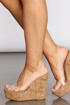 Beautiful High Heels, Beautiful Toes, Sexy Legs And Heels, Sexy High Heels, Barefoot Girls, Female Feet, Platform High Heels, Women's Feet, Bare Foot Sandals