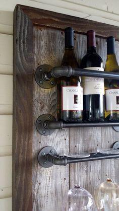 Porte-bouteilles bois récupéré tuyauteries par HammerHeadCreations