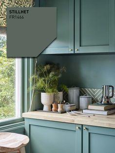 årets farge 2019 Stillhet FR1466 Vintage Industrial, Kitchens, Kitchen Cabinets, House Styles, Interior, Furniture, Home Decor, Design, Camilla