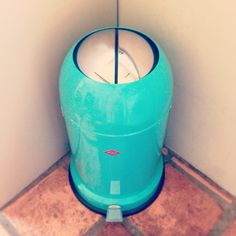 This is definitely the first time I've ever fallen in love with... a bin. ♡ #wesco #villawesco #retro #mint