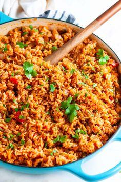 Classic Spanish Rice - A delicious side dish to Taco Tuesday that tastes like it came straight from the restaurant! From Easy Classic Spanish Rice - A delicious side dish to Taco Tuesday that tastes like it came straight from the restaurant! Mexican Dishes, Mexican Food Recipes, Gourmet Recipes, Cooking Recipes, Healthy Recipes, Gourmet Desserts, Spanish Rice Recipes, Easy Spanish Rice Recipe, Plated Desserts