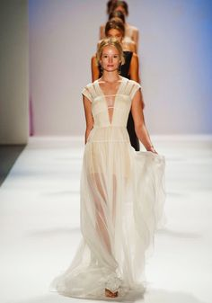See the entire collection from the Tadashi Shoji Spring 2013 Ready-to-Wear runway show. New York Fashion, Runway Fashion, Fashion Show, Fashion Design, Fashion Spring, Fashion Details, Fashion Fashion, High Fashion, Frocks And Gowns