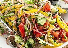 Подборка легких и полезных салатов для похудения и очищения.