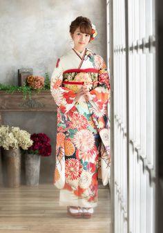 Kimono Japan, Japanese Kimono, Japanese Outfits, Japanese Fashion, Oriental Fashion, Asian Fashion, Traditional Dresses, Traditional Art, Geisha