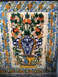 Es un mosaic del Puebla. Es el arte muy tradicional de Puebla.