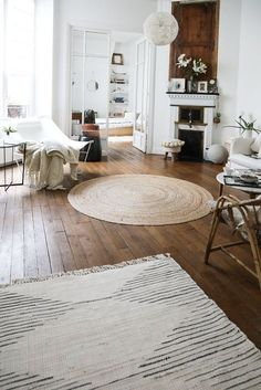 My Happy Place: Carrie Solomon's Paris Apartment – Round Rugs Living Room Living Room Interior, Home Living Room, Living Room Decor, Living Spaces, Style At Home, Decor Scandinavian, Interior Decorating, Interior Design, Decorating Games