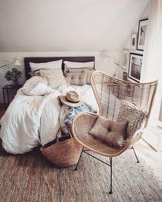 Simple Modern Bedroom Design Ideas That Worth to Copy Cozy Bedroom, Dream Bedroom, Home Decor Bedroom, Modern Bedroom, Diy Home Decor, Diy Decoration, Bedroom Ideas, Bedroom Wall, Scandinavian Bedroom