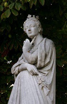 Paris, Jardin du Luxembourg, Marguerite d'Angouleme, Reine de Navarre 1492 - 1549
