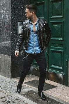 Season Jackets - Look negro es tendencia, y esas botas son ingreibles el denim realza con esa fantatica Jaket Being the garment of the season has many good things, but also requires some chameleonic ability to not saturate when it has just started. Mens Fashion Blog, Latest Mens Fashion, Fashion Moda, Fashion Ideas, Fashion Guide, Fashion Images, Cheap Fashion, Fashion Trends, Fashion Fashion
