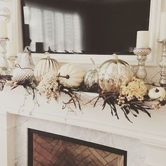 LOVE this fall mantle decor