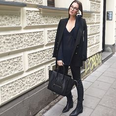 Business woman und Style-Queen @lena_terlutter trägt unser #JOSHI 7500-3 Modell zum #allblackeverything Outfit mit all time Favorite Céline Luggage und sleek hair! We're obsessed ❤️
