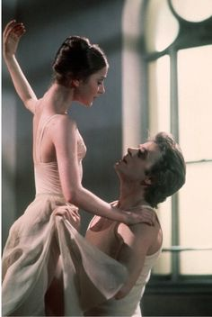 Lesley Browne and 'Mischa' Baryshnikov dance a truly moving pas de deux from Romeo and Juliet. Again from the ABT movie 'A Turning Point'