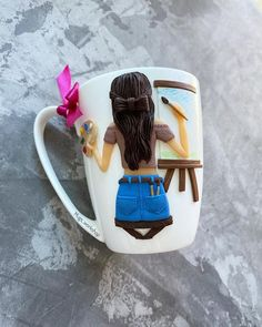 Polymer Clay Sculptures, Polymer Clay Crafts, Diy Clay, Clay Magnets, Mug Crafts, Gifts For Art Lovers, Mug Art, Clay Mugs, Book Jewelry
