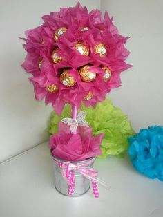 Pink Ferrero Rocher Tree but all gold Bouquet Box, Gift Bouquet, Candy Bouquet, Valentine Decorations, Valentine Crafts, Balloon Decorations, Valentines, Arts And Crafts Projects, Diy And Crafts