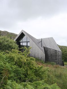 Contemporary timber clad house on the west coast of Scotland | Design Hunter #housearchitecture #urbanecohouse