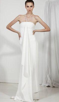 Vestido de novia largo con escote halter y relieve en la tela - Foto Carla Zampatti