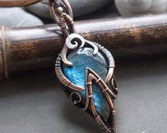 Wire wrapped pendants with natural gemstones von ArtarinaShop - coole sachen - Jewelry Wire Wrapped Necklace, Wire Wrapped Pendant, Diy Jewelry Inspiration, Fantasy Inspiration, Fantasy Wire, Enchanted Jewelry, Magical Jewelry, Gaines, Pendant Design