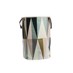 ferm LIVING Spear cesto da bucato/Laundry Basket  https://www.aitonordic.it/collections/protti-per-cucina-e-per-tavolo/products/spear-laundry-basket-ferm-living