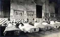 Una sala de l'Hospital de la Santa Creu de Barcelona abans de 1920 (Font. AHSCSP)