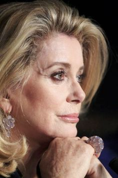 Catherine Deneuve has a graceful, timeless beauty that transcends generations and genres Catherine Deneuve, Beautiful Old Woman, Beautiful People, Christian Vadim, Star Francaise, Photo Portrait, Advanced Style, Ageless Beauty, French Actress