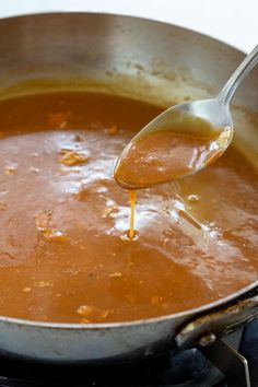 Learn how to make gravy to complement any main dish. Use this stovetop method for making a quick pan gravy with or without pan drippings. Pan Gravy Recipe, Brown Gravy Recipe Easy, Easy Gravy, Homemade Brown Gravy, Homemade Gravy Recipe, Homemade Turkey Gravy, Best Turkey Gravy, Making Turkey Gravy, Turkey Gravy From Drippings