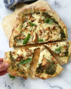Your ultimate cheesy gooey chicken pesto pizza, with the crispiest crust and a kick from pepper jack cheese. Chicken Alfredo Pizza, Pesto Chicken, Spinach Stuffed Chicken, Pizza Recipes, Dinner Recipes, Pizza And More, Making Homemade Pizza, Dessert Pizza, Breakfast Pizza