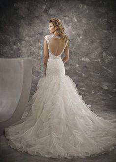 A(z) 22 legjobb kép a(z) Divina Sposa menyasszonyi ruha táblán ... 9e05b8d135