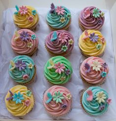 Swirl Pastel Vanilla & Strawberry Cupcakes