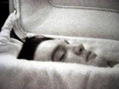 Post mortem and memento mori images. Vintage memento mori and post mortem photography from The Skull Illusion Graceland, Dead Body Photos, King Elvis Presley, Creepy, Scary, Post Mortem Photography, Celebrity Deaths, Momento Mori, Te Quiero